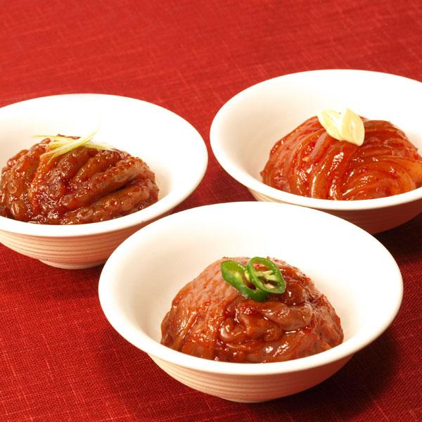 人気のチャンジャ、イカキムチ、タコキムチの三種盛り