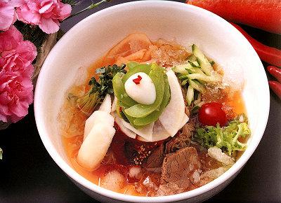 本場韓国冷麺はしこしこ麺とさっぱり牛スープの美味しさ